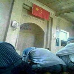 چین پرچم در مسجد خشم مسلمانان اویغور