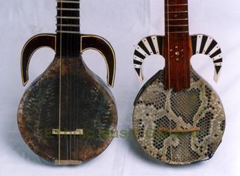 右:ウズベクの「カシュガルチャイ・ルボッブ」左:ウイグルの「ウズベキ・ラワープ」